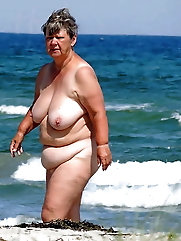 BBW matures and grannies at the beach 508