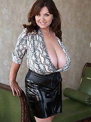 Gorgeous older milf is trying to cheat