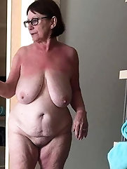 Old GILF is cheating like a pro