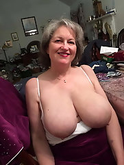 All-natural mature gilf is seducing her boyfriend
