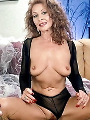 Sensual businesswoman is baring it all on picture