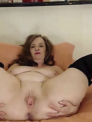 Older housewives are masturbating